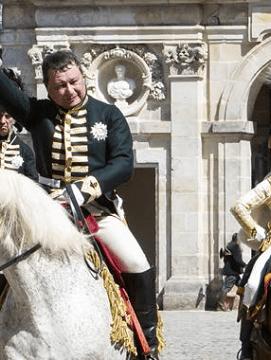 acteurs costumés en personnages du Premier Empire