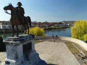 Statue de Napoléon à Montereau